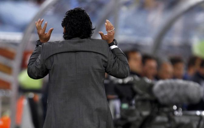 Passaggio sbagliato dell'Argentina, Diego si gira (Reuters)