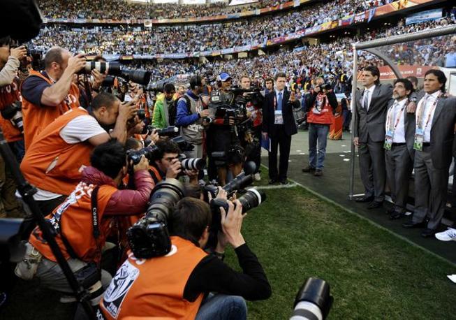 Maradona durante l'inno prima di Argentina-Germania (Reuters)