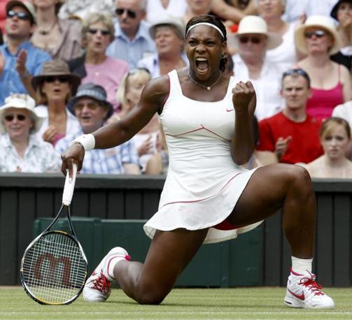 Serena Williams dopo un punto vinto (Reuters)