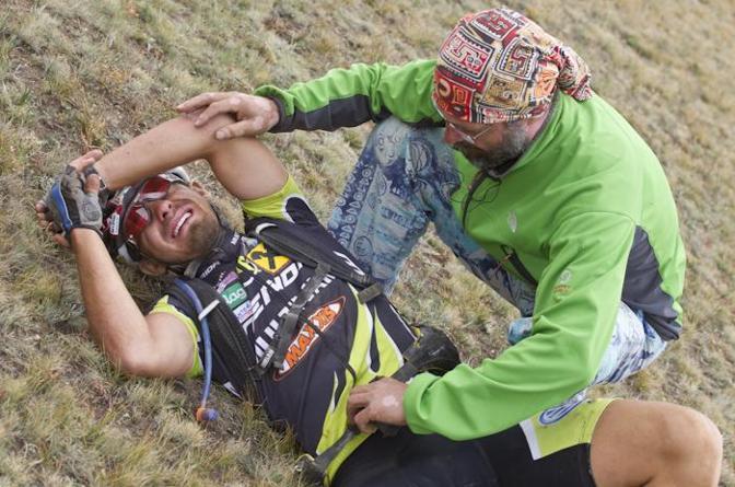 La stanchezza di un concorrente alla fine della tappa