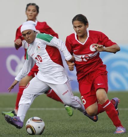 In campo c'era un'altra squadra musulmana, la Turchia, ma con abbigliamento ben diverso (Reuters/Prakash)