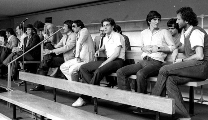 Nella foto d archivio del 13 giugno 1980 un momento del primo processo per scommesse clandestine nel calcio: riconoscibili Enrico Albertosi, Lionello Manfredonia, Paolo Rossi (Ansa)