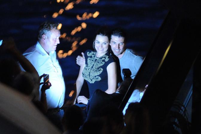 Party pre-nozze a Praga per Gigi Buffon e Alena Seredova su una barca con vista su Ponte San Carlo  (Photomasi)