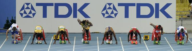 Clamoroso «infortunio» al Mondiale di atletica di Daegu, in Corea, per uno dei protagonisti più attesi.  l'oro di Pechino e primatista mondiale Usain Bolt è stato eliminato dai 100 metri nella finale  per falsa partenza. Ecco la sequenza: il gimaicano è a centro pista, in corsia 5. Parte nettamente prima degli avversari: poi la sua rabbia e la sua disperazione. Il campione olimpico dei 100 e 200 quasi incredulo, si deve rassegnare. La gara sarà vinta dal suo connazionale Yohan Blake (Ap)