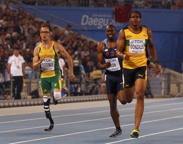 Qualche metro di ritardo per Oscar Pistorius rispetto ai suoi avversari