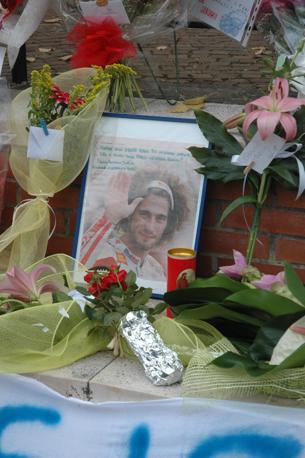 L'omaggio a Marco Simoncelli a Coriano, suo paese natale (Fotogramma)