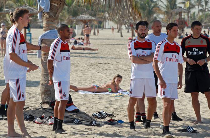 Milan a Dubai, allenamento in spiaggia
