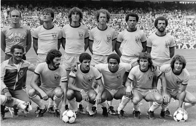 Socrates, secondo da sinistra in basso, nel Brasile al Mundial spagnolo del 1982