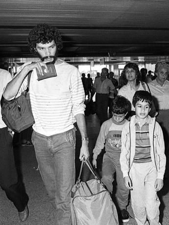 17 luglio 1984, lo sbarco a Fiumicino (Ansa)