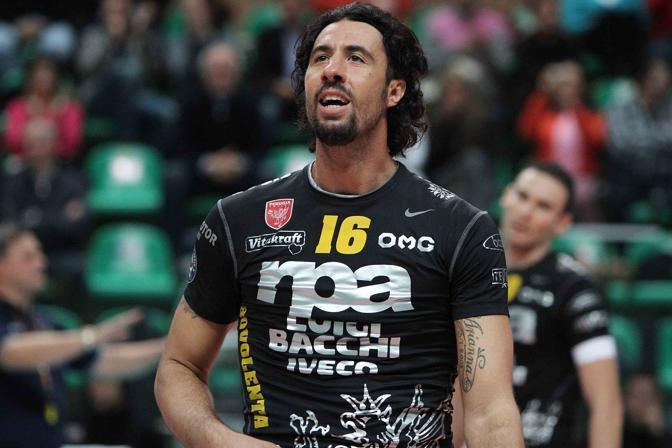 Il dramma nel volley: muore in campo Vigor Bovolenta, ex azzurro e argento ad Atlanta. Si è accasciato durante Macerata-Forlì, match di B2 (Lapresse)