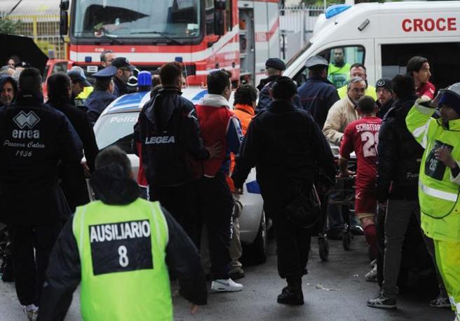 Parte l'ambulanza con a bordo Morosini (Italyphotopress)