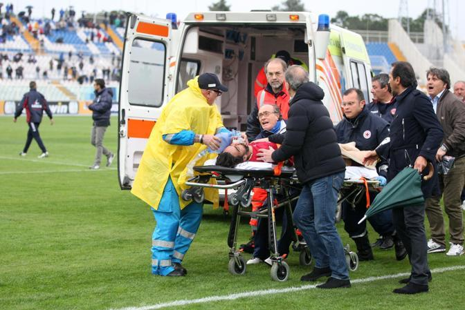 Morosini soccorso dall'ambulanza (Italyphotopress)