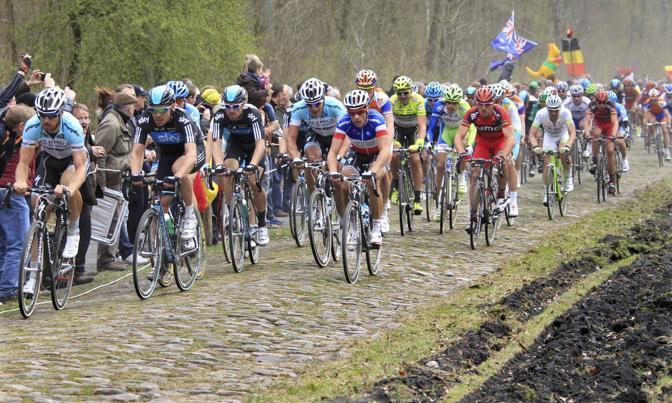 Boonen davanti al gruppo fin dalle fasi iniziali (Reuters/Pascal Rossignol)