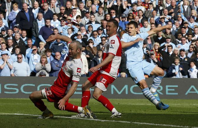Doveva essere una partita tranquilla che garantiva il trionfo nella Premier League. Si � trasformata in uno psicodramma, risolto da Ag�ero nel recupero: il City batte 3-2 il QPR e trionfa (Reuters/Noble)
