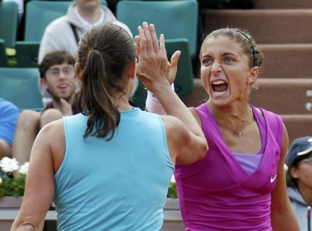 Sara Errani ha salutato il pubblico del Roland Garrros con un arrivederci: «Ci vediamo domani» ha detto la tennista che domani giocherà anche la finale del singolo contro la numero uno del mondo Maria Sharapova (Reuters/Duvignau)