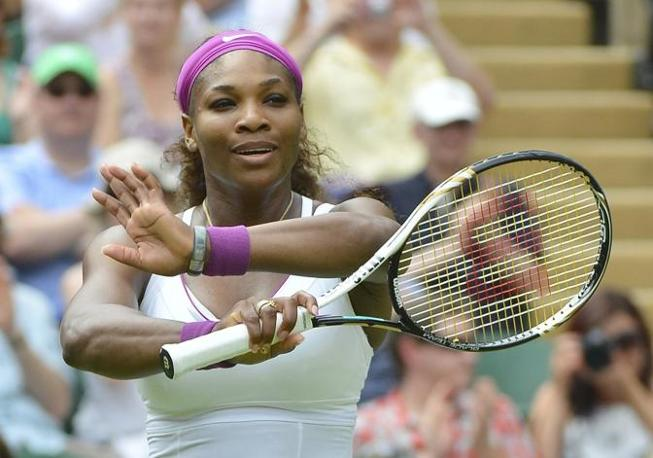 Il sorriso di Serena Williams, sul centrale di Wimbledon (Reuters)