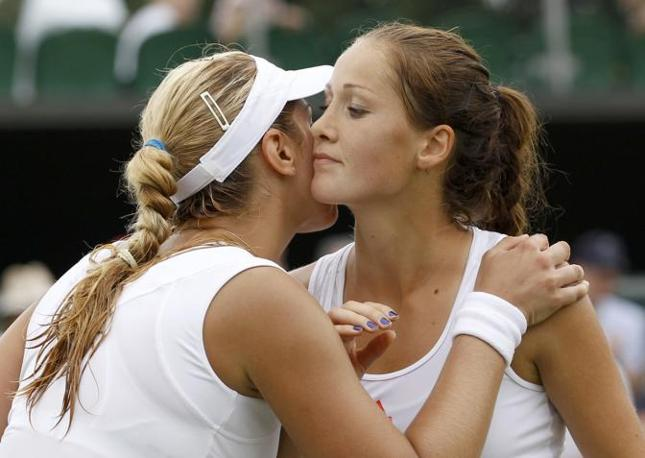 Sabine Lisicki, Germania, a sinistra, e Bojana Jovanovski, Serbia (Reuters)