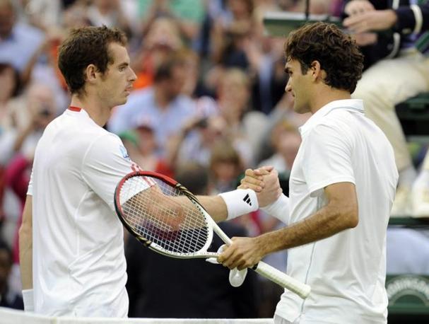 Il saluto al termine del match, Federer è nella storia (Epa)
