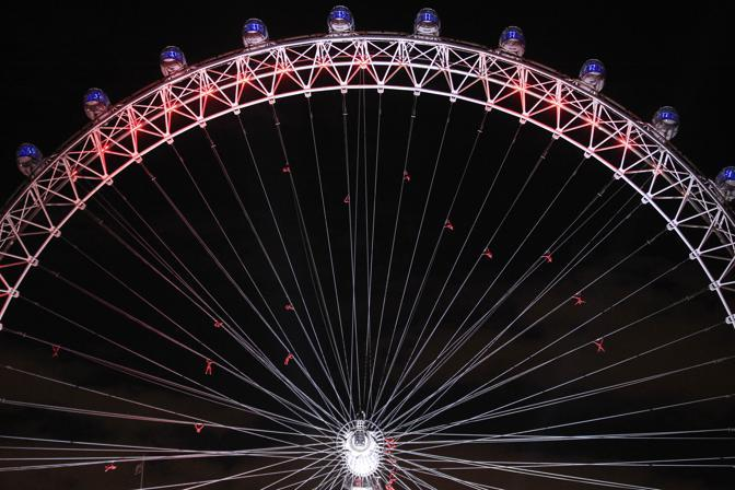 Una performance durata tutto il giorno e terminata sul London Eye (Ap)