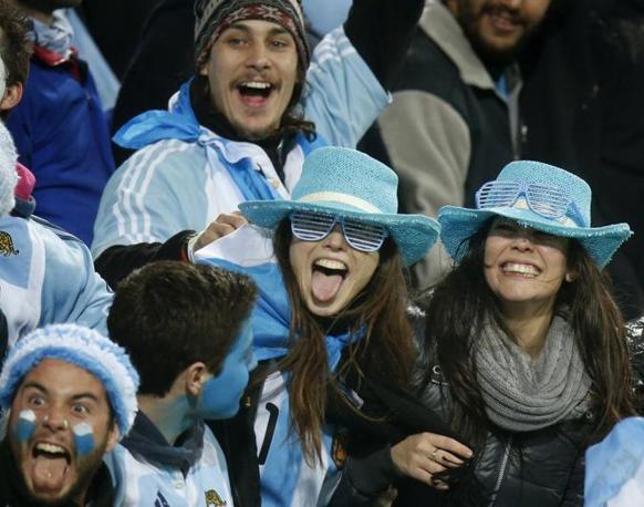 Il tifo argentino sugli spalti di Wellington (Reuters)