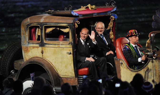 Il principe Edoardo, a sinistra, con il presidente del Comitato Paralimpico Internazionale Philip Craven (Afp)