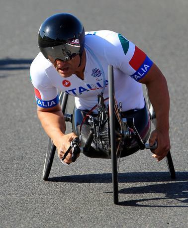 Alex Zanardi, 46 anni da Castel Maggiore (Bologna), ha vinto la medaglia d'oro alle Paralimpiadi nell'handbike a cronometro (Ap/Fuller)