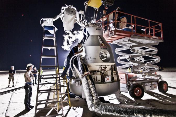 La capsula viene preparata (foto Red Bull)