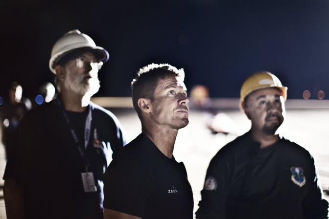Baumgartnr (al centro) e i tecnici (foto Red Bull)