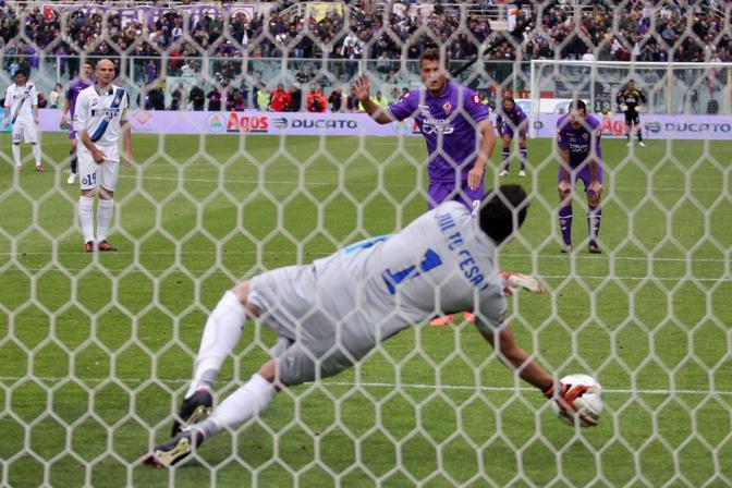 Al Franchi finisce 0 a 0 fra Fiorentina e Inter. Decisiva la parata di Julio Cesar sul rigore calciato da  ljajic . (lapresse)