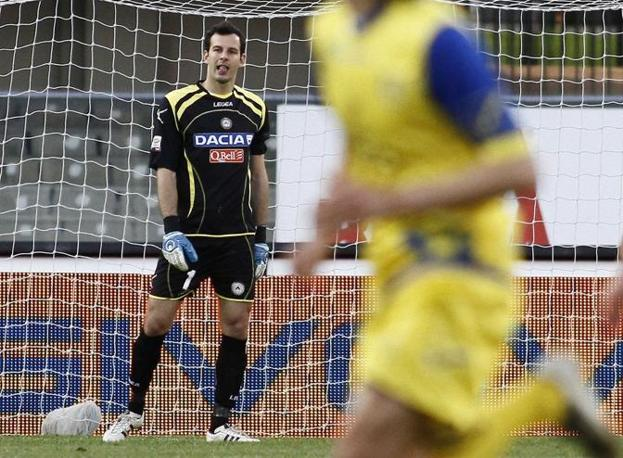 Il Chievo blocca l&#39;Udinese sullo 0 a 0. Protagonista il portiere bianconero Handanovic che para un rigore. (lapresse)