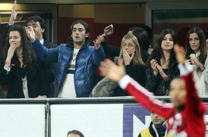 Alberto Aquilani protesta dopo il gol annullato a Montari (Fotopress)