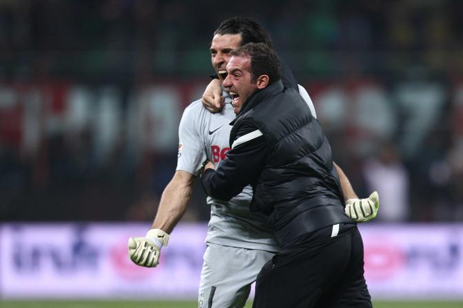 Buffon esulta al gol di Matri (Lapresse)