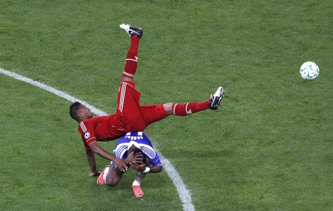 Scontro tra Boateng  (Bayern) e Drogba (Reuters/Rehle)