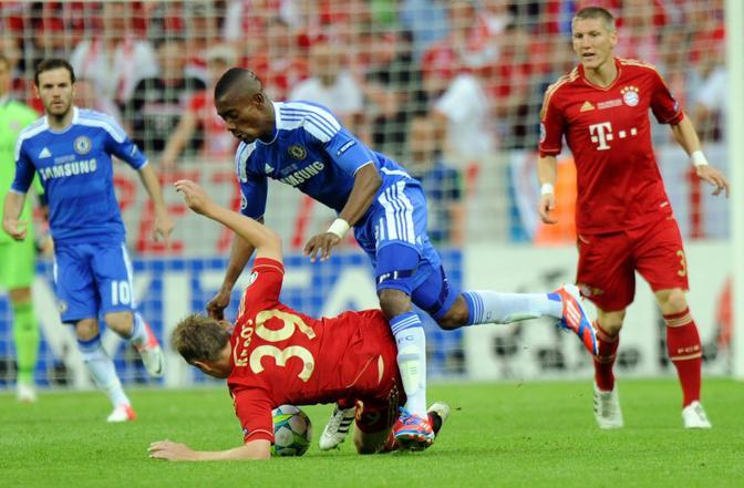 Contrasto tra Kroos (Bayern) e Kalou (Epa/Mller)