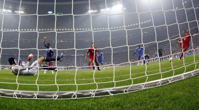 Ribéry ci prova dalla distanza (Reuters/Pfaffenbach)
