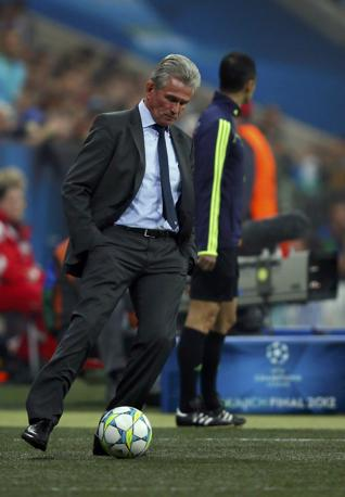 Lo stop dell'allenatore del Bayern Heynckes (Reuters/Pfaffenbach)