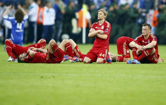 Lo sconforto dei giocatori del Bayern (Reuters/Dalder)