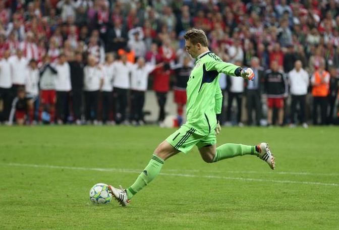 Neuer, portiere del Bayern, batte il terzo rigore per i suoi. Gol e 4-2 (Action Images/Recine)