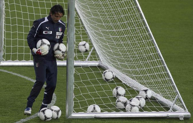 Buffon e qualche pallone finito nella rete (Reuters/Gentile)