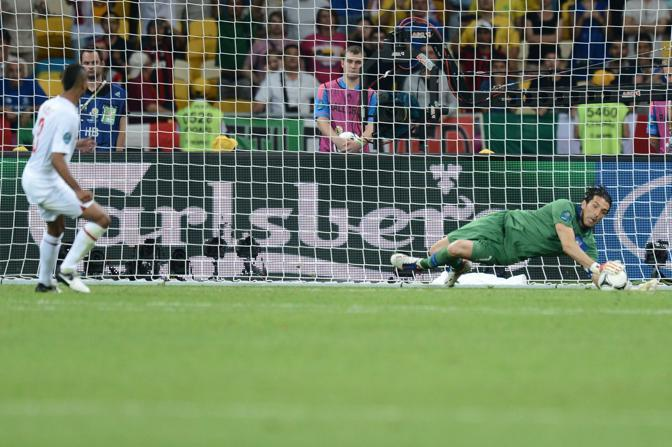 la parata decisiva di Buffon. (Afp)
