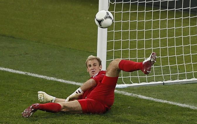 Per Hart non c'è nulla da fare, la palombella di Pirlo s'insacca. (Reuters)