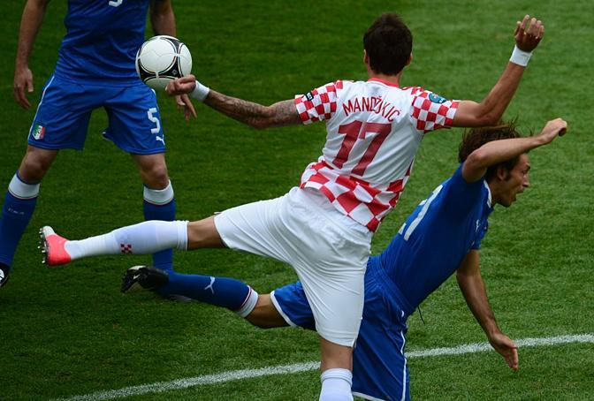 Mandzukic e Pirlo (Afp/Dilkoff)