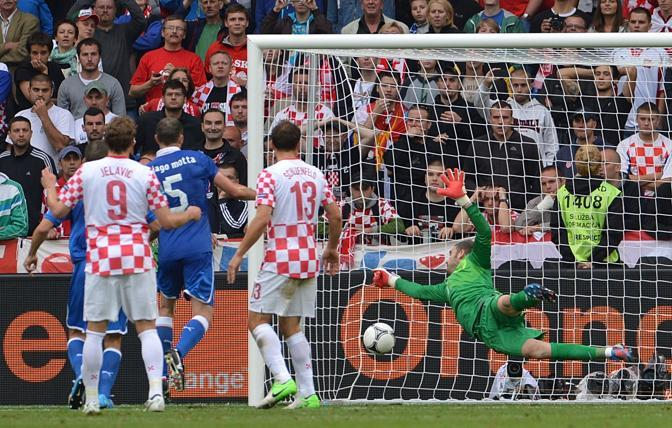 Il gol di Pirlo su punizione (Afp/Cacace)