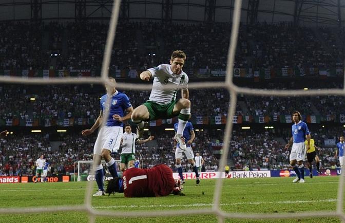 Doyle ci prova ancora contro Buffon (Afp/Coffrini)