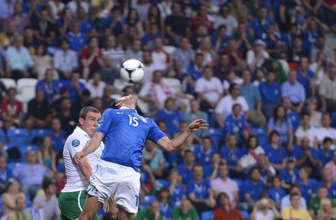 Barzagli cerca di controllare un pallone (Afp/Coffrini)