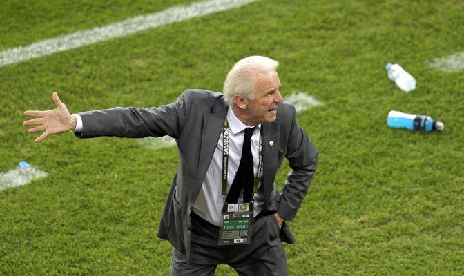 Trapattoni si sbraccia: la sua Irlanda vuole uscire dal torneo a testa alta (Epa/Singer)