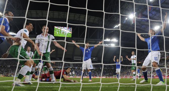 Buffon para, gli Azzurri provano a protestare (Afp/Andersen)