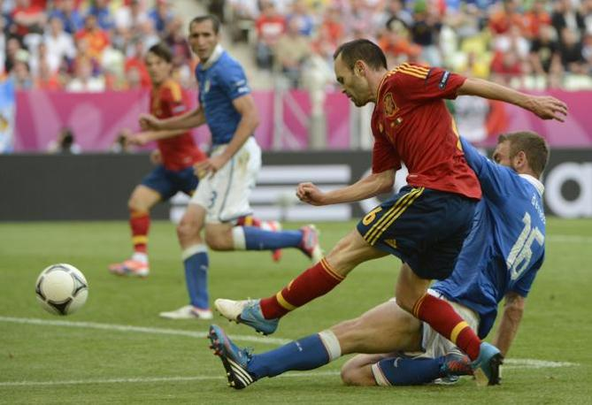Iniesta in azione (Afp)