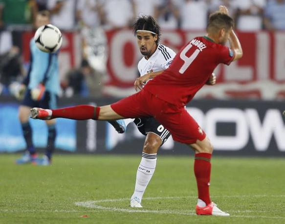  Contatto tra Sami Khedira e Miguel Veloso (LaPresse)
