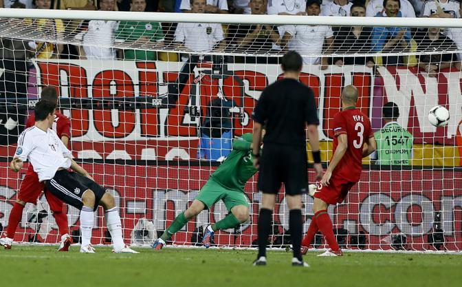 Il gol di Mario Gomez (LaPresse)